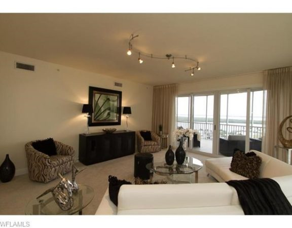 Cape Coral Luxury Homes Offers Beautiful Unit with Water Views.