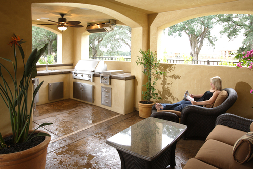 Fort Myers real estate invites outdoor living.