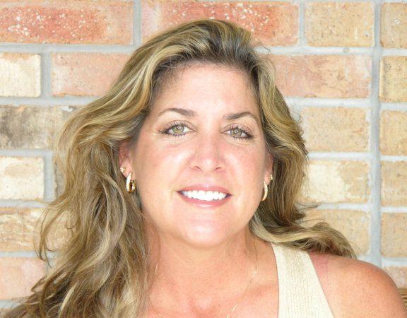 Dee Dee Davis