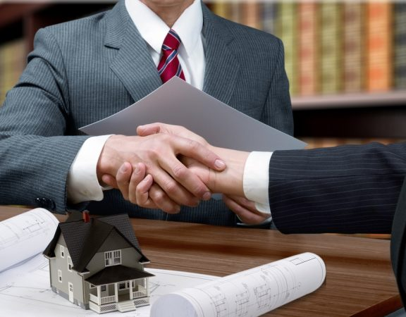 Oviedo Real Estate Professionals Keep in Contact with Clients