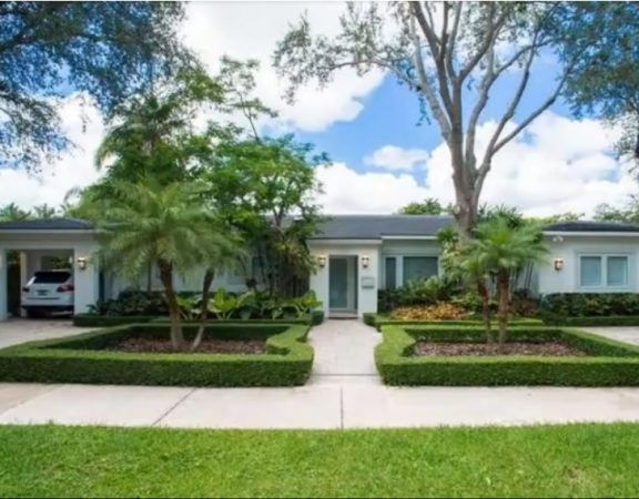 Coral Gables luxury homes with pool, dock, ocean access